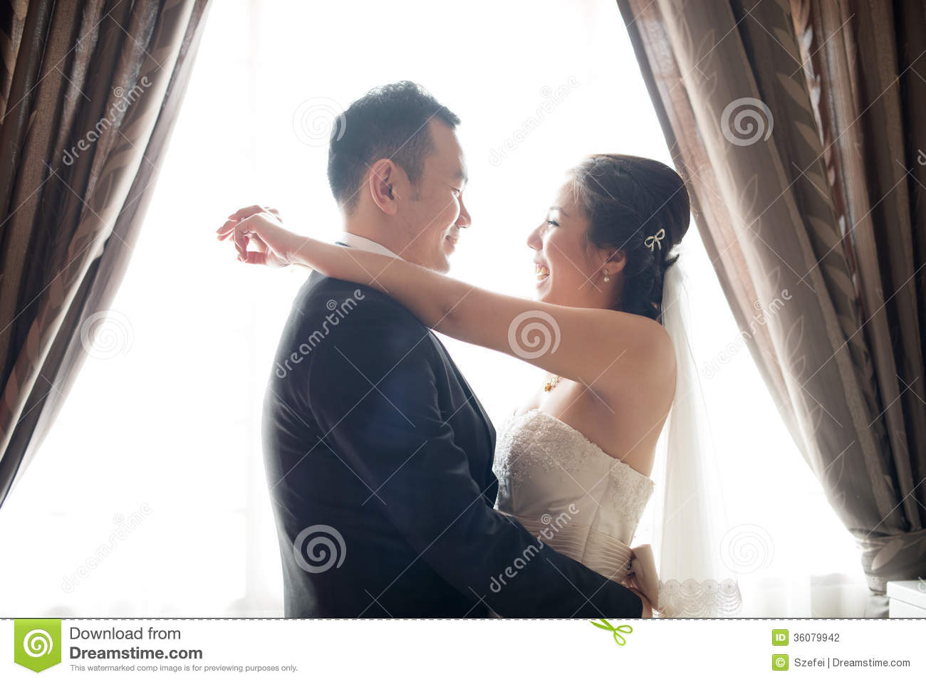 Asian Chinese Wedding Couple Dancing Stock Photography