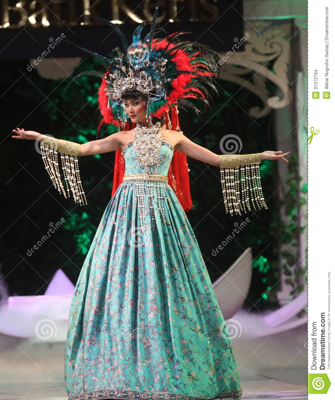 Batik Keris Sukoharjo Solo: Asian Female Model Wearing Batik At Fashion Show Runway