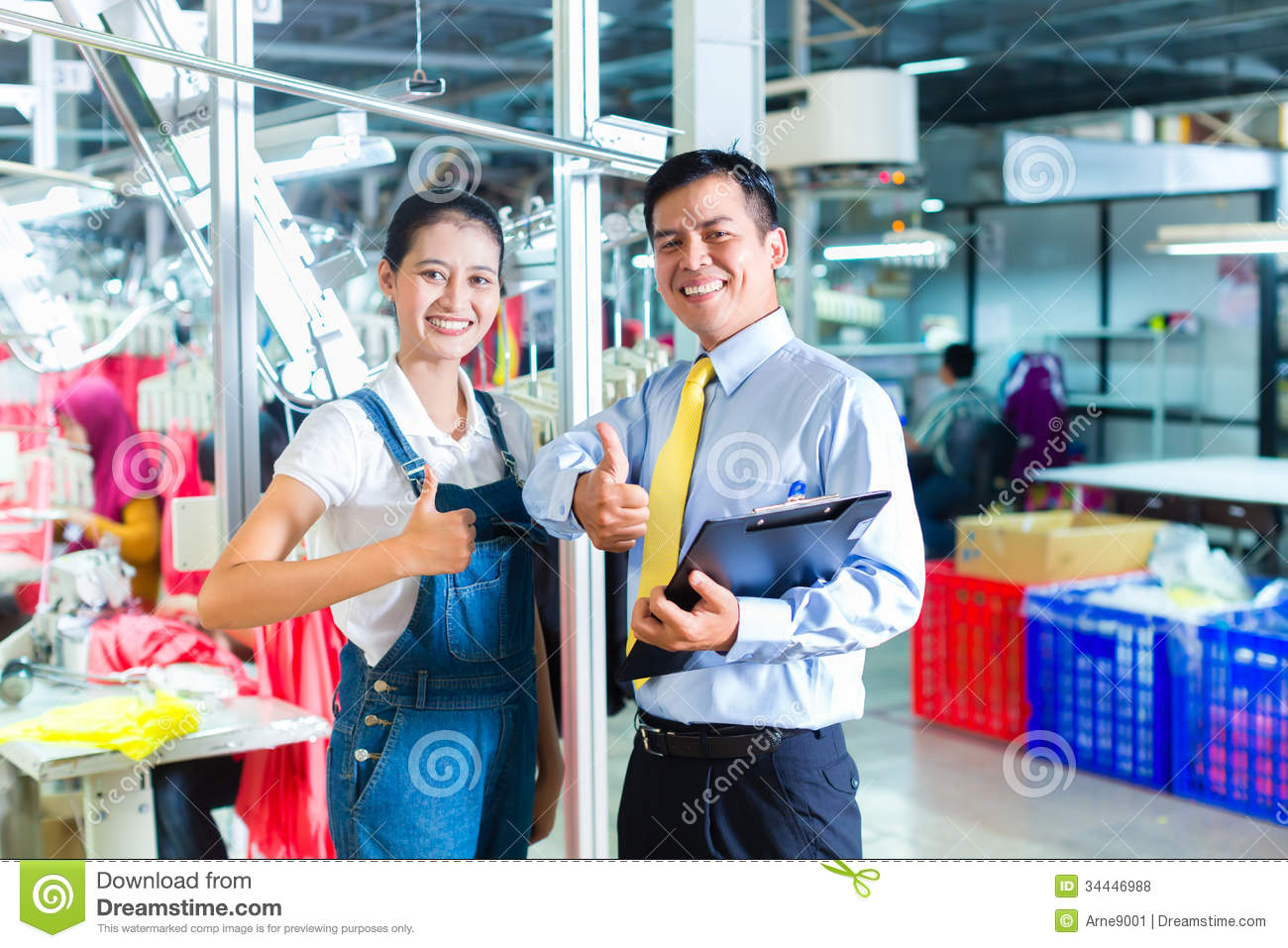 seamstress and shift supervisor in textile factory royalty asian foreman in textile factory giving training royalty stock photos