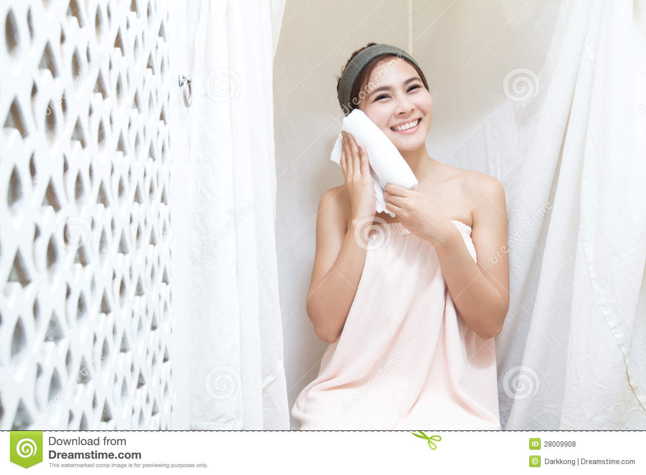 Asian girl in spa royalty free stock photos image 28009908 for Salon oriental gris