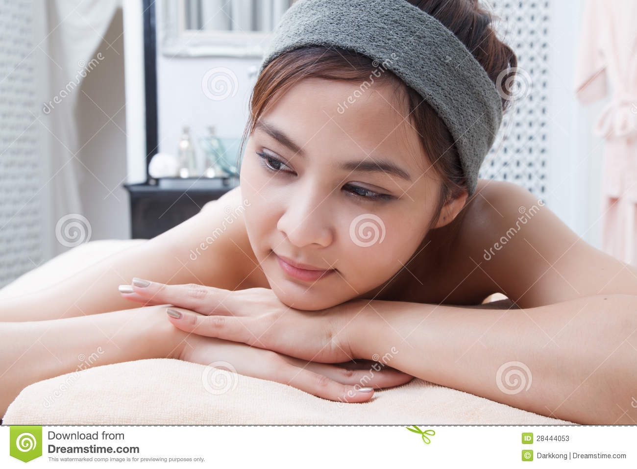 Asian girl in spa stock photo 28084608 for Salon oriental gris