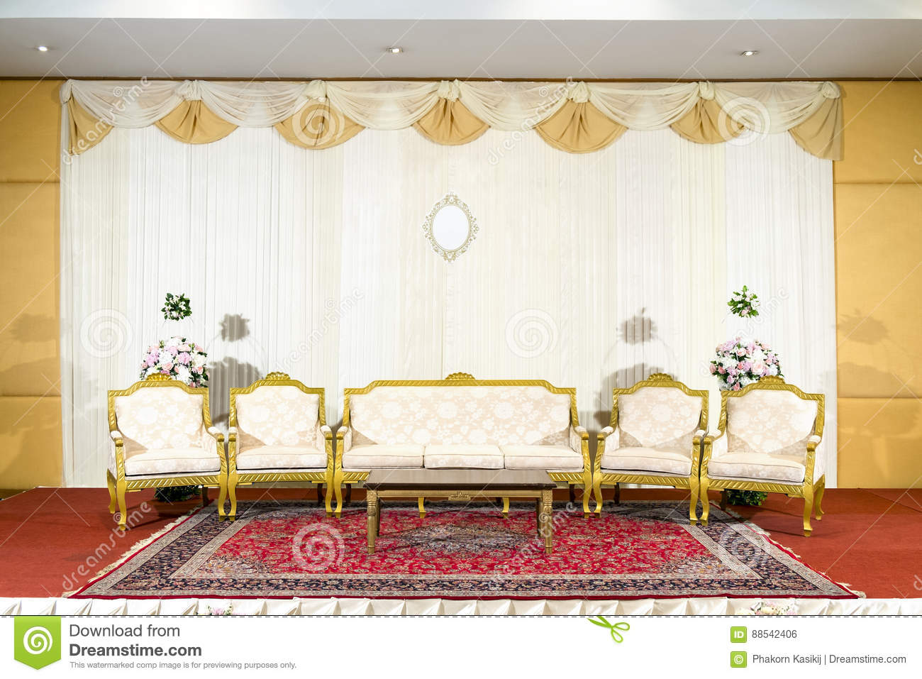 Luxury Wedding Indoor: Asian Indoor Luxurious Wedding Decoration Stage Stock