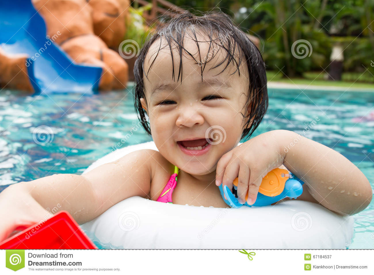 Asian Chinese Little Girls Playing At Swimming Pool Stock