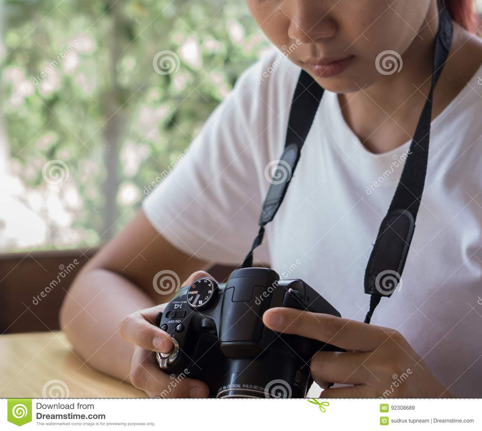 Asian Amateur asian teen is an amateur photographer practicing photography
