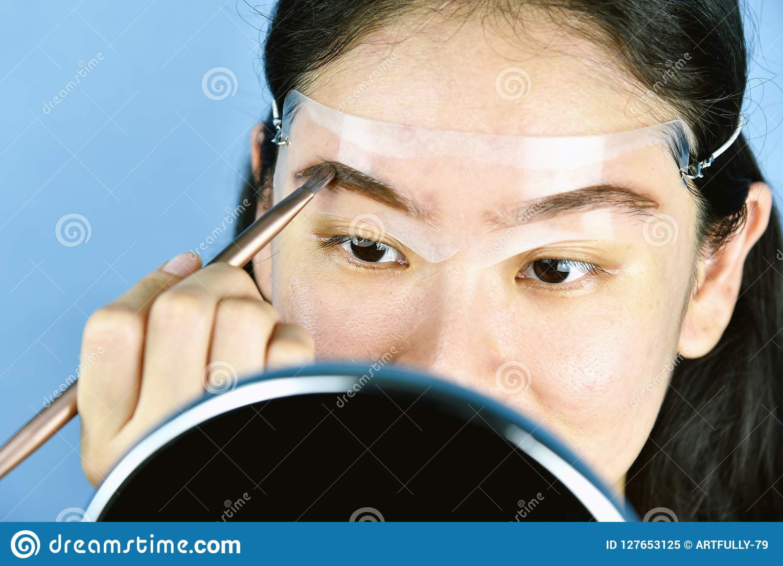Asian Woman Applying Cosmetics Makeup Eyebrows Template Head Strap Eyebrow Use For Shaping Perfect Brows
