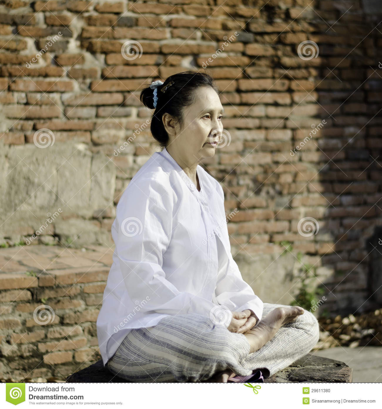 buddhist single women in early Wish to explore here is that what we find in the early buddhist texts is not a single,  point regarding the place of women in early buddhism: traditional.