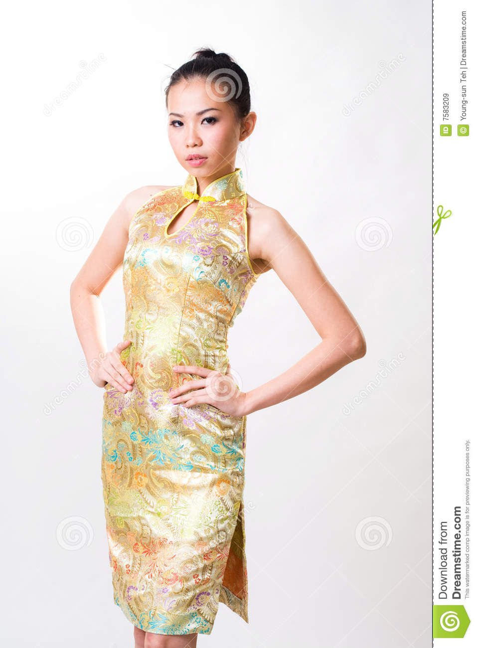 Asian woman wears chinese traditional dress