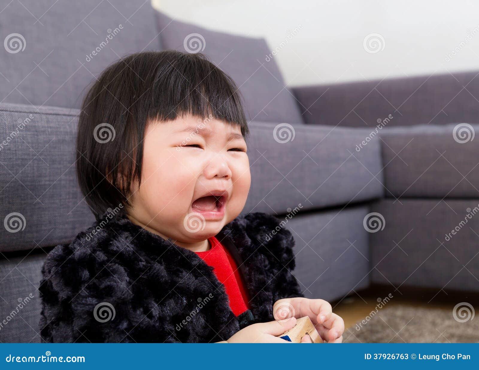 Asiatet behandla som ett barn gråt