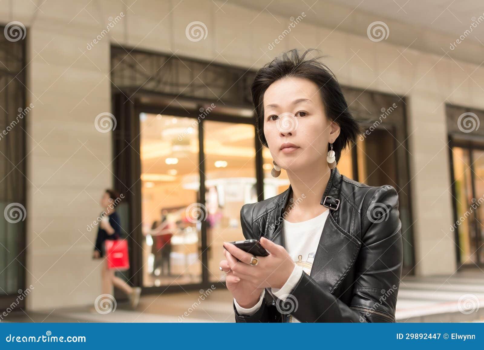 Asiatet mognar kvinnan