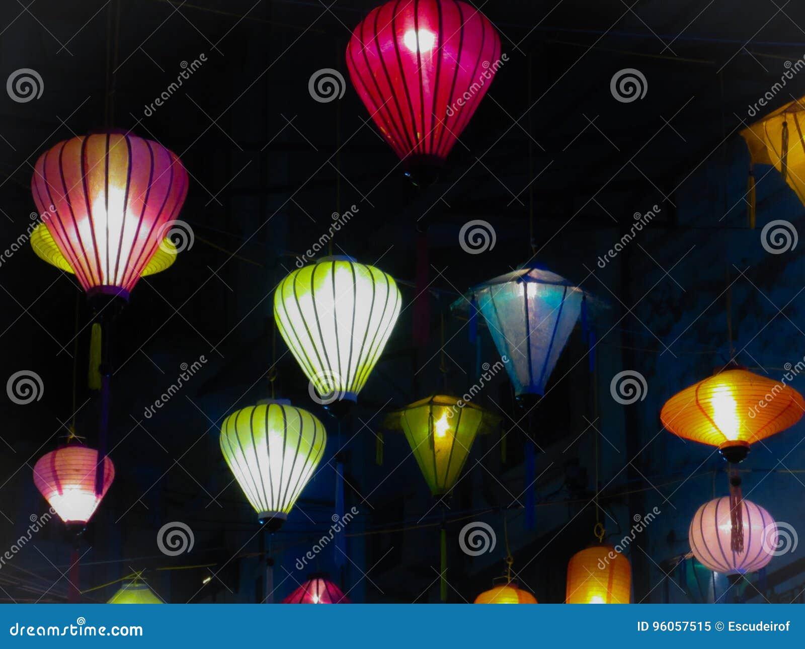 Asiatique traditionnel l lanternes