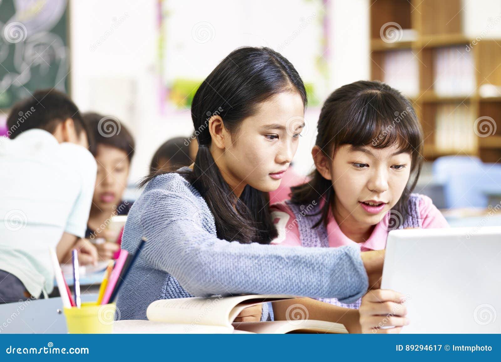 Asiatische Grundschülerteamarbeit