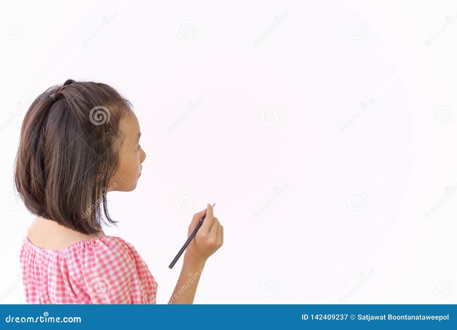 Asiatischer Mädchenholdingbleistift als Modell für Sie Entwurf im leeren Raum lokalisiert auf weißem backgroud, Nahaufnahme des n