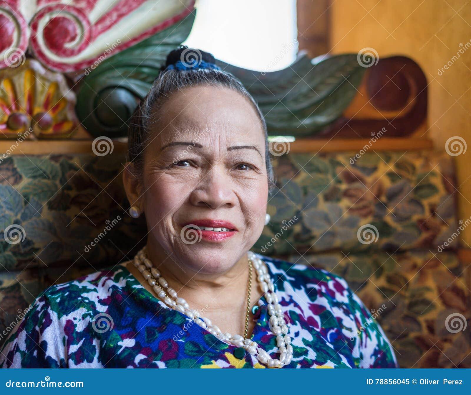 Asiatisches älteres Frauenlächeln