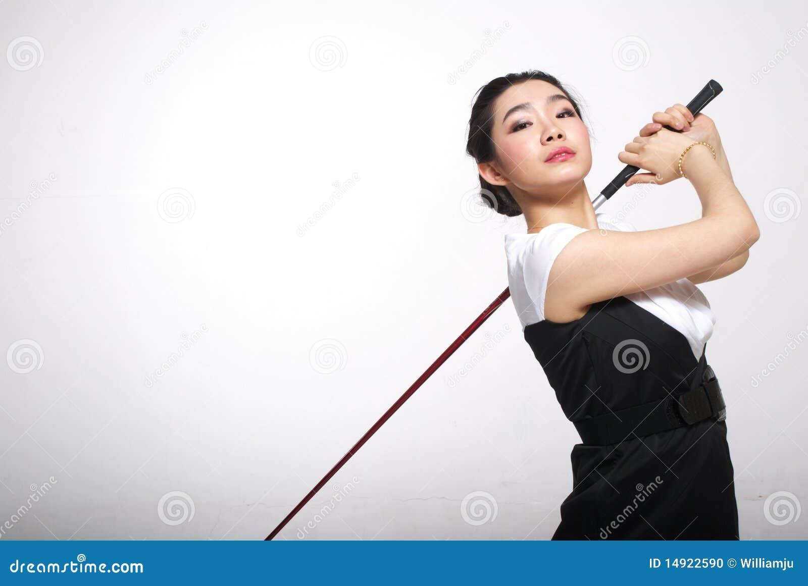 Asiatisches Frauengolf spielen