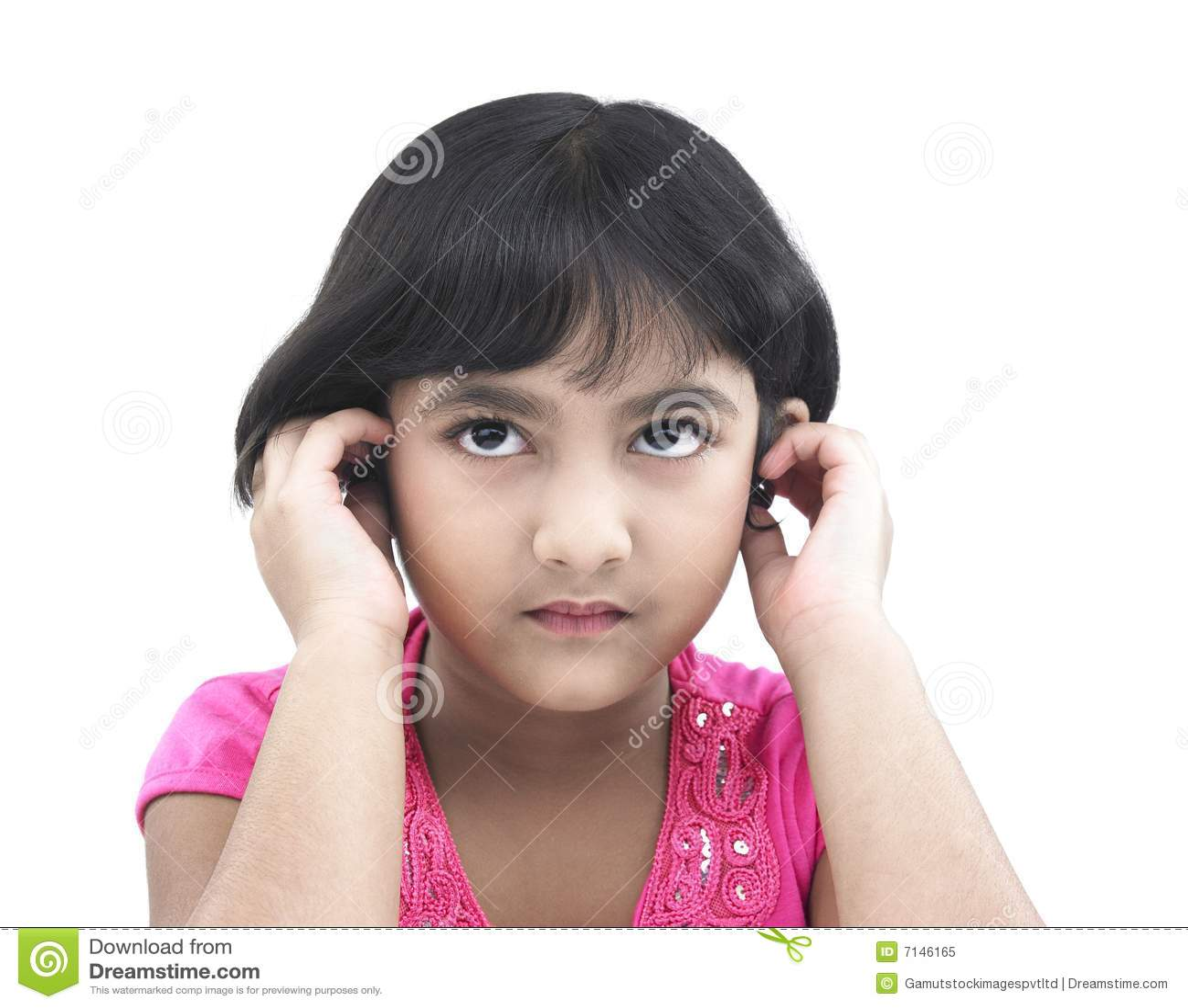 Asiatisches Mädchen des indischen Ursprung mit Kopfhörer
