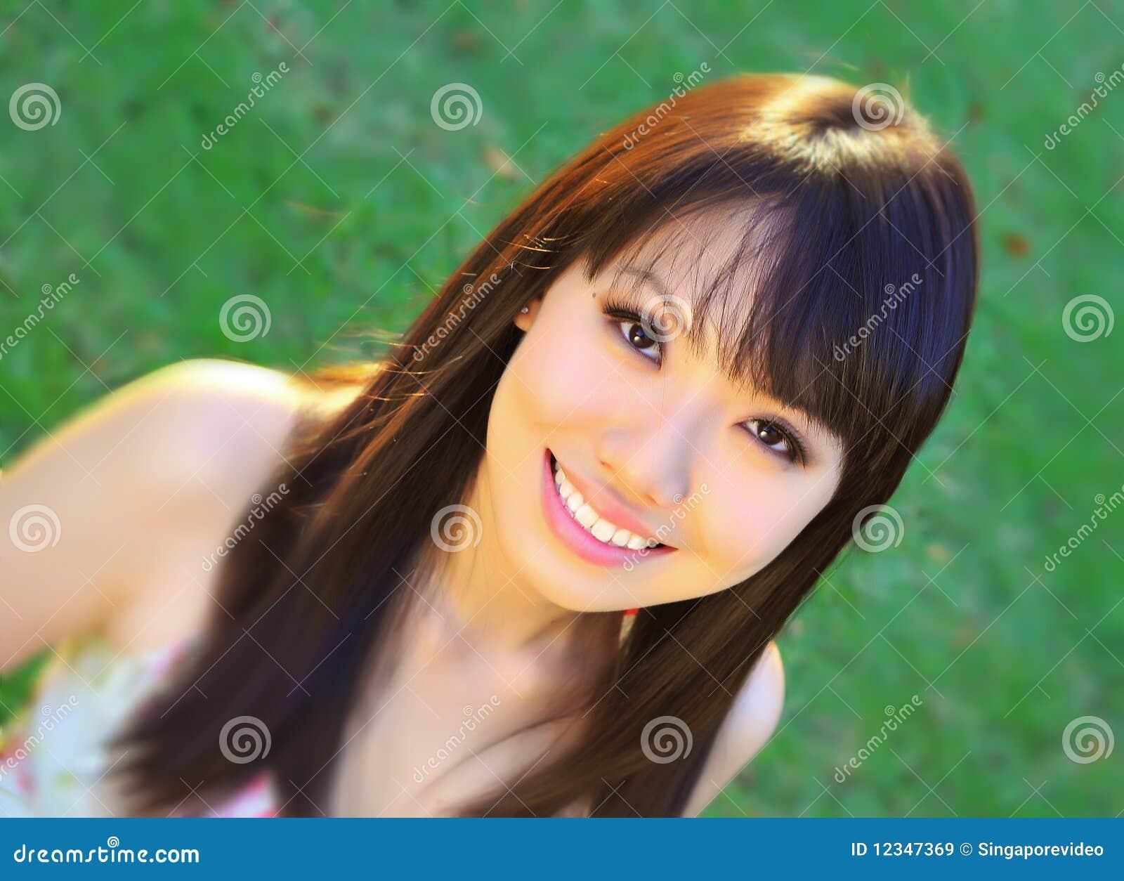 Asiatisk kinesisk flickagreenpark