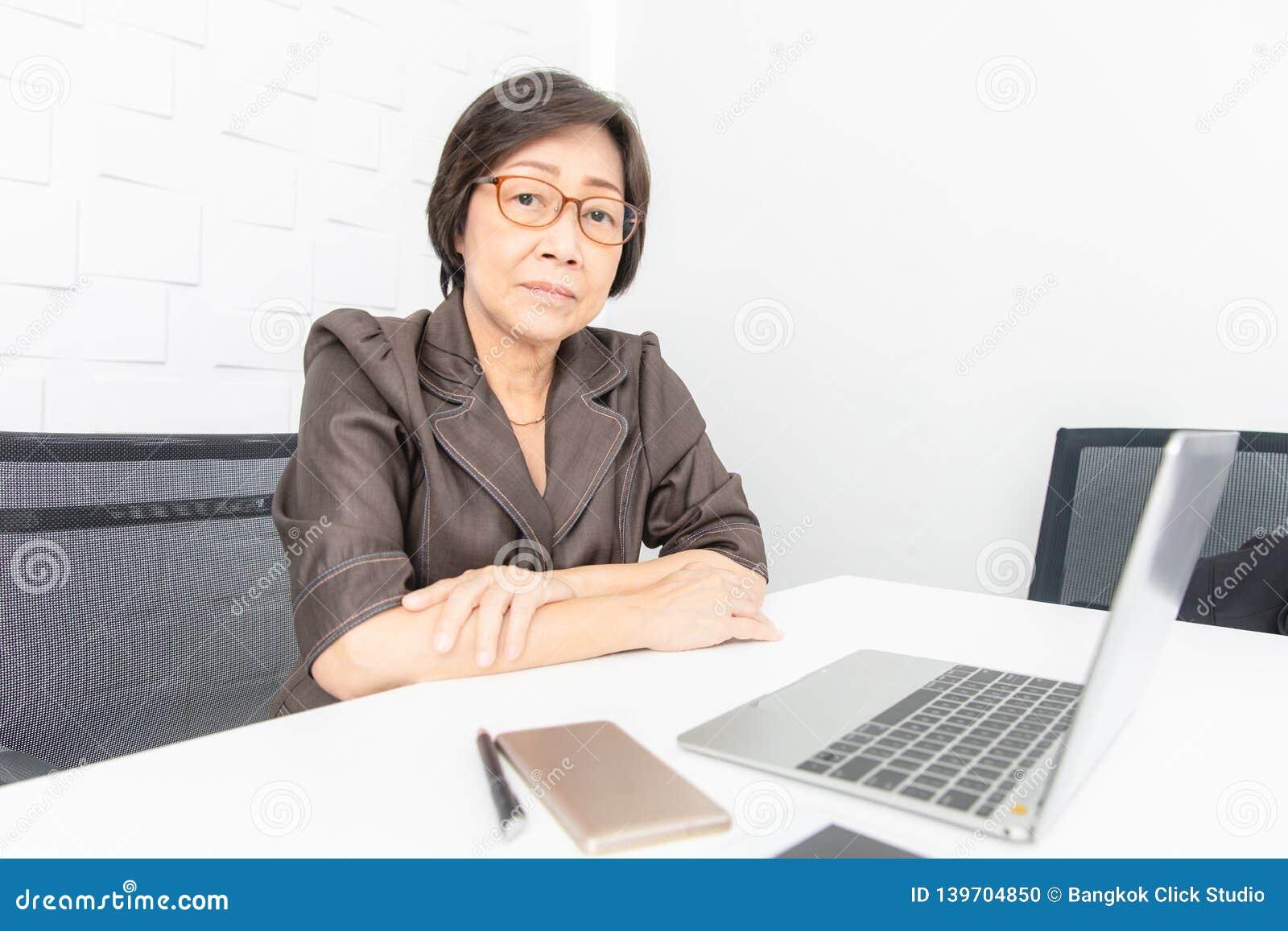 Asiatisk kvinnaworking