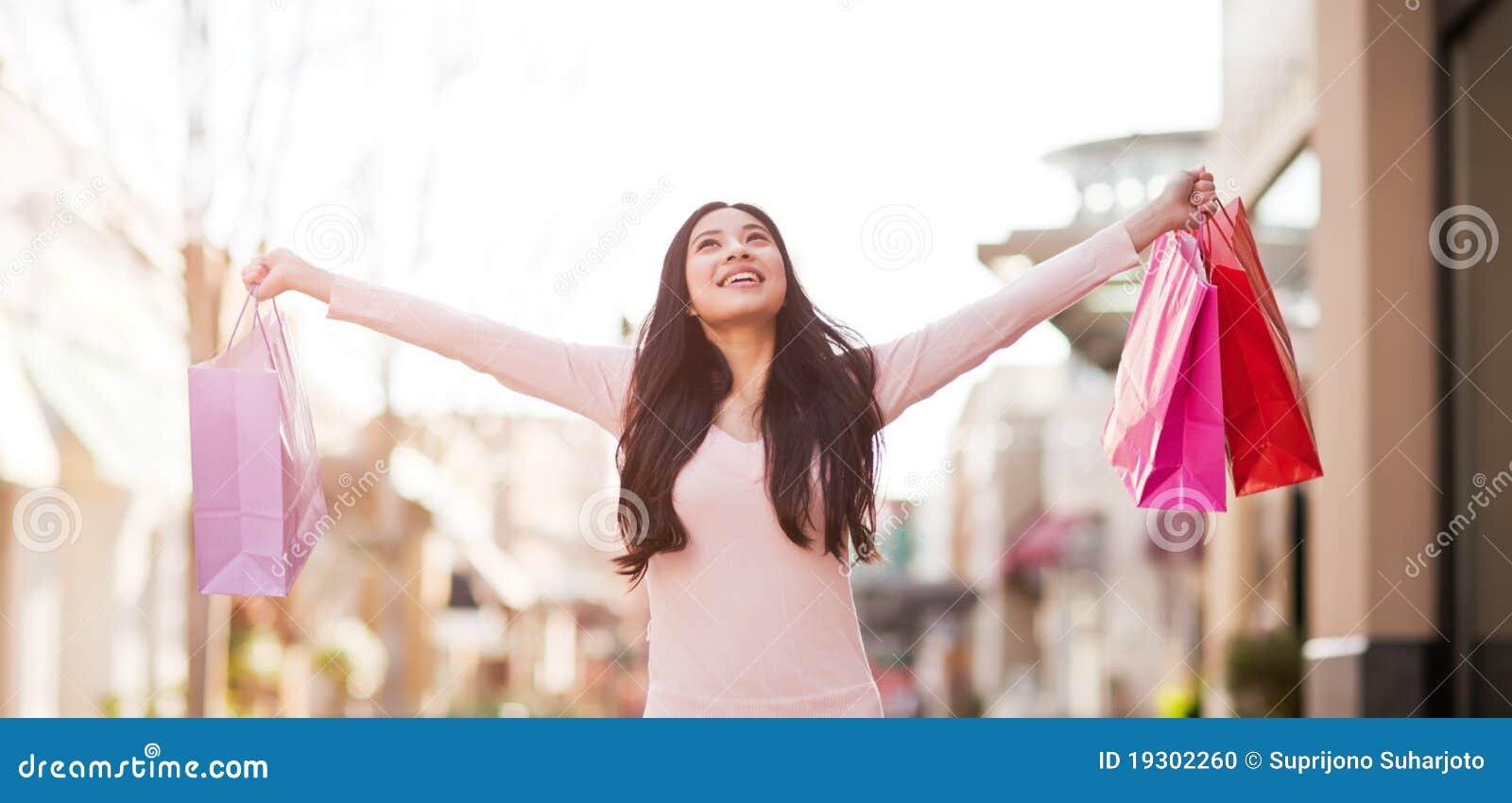 Asiatisk shoppingkvinna