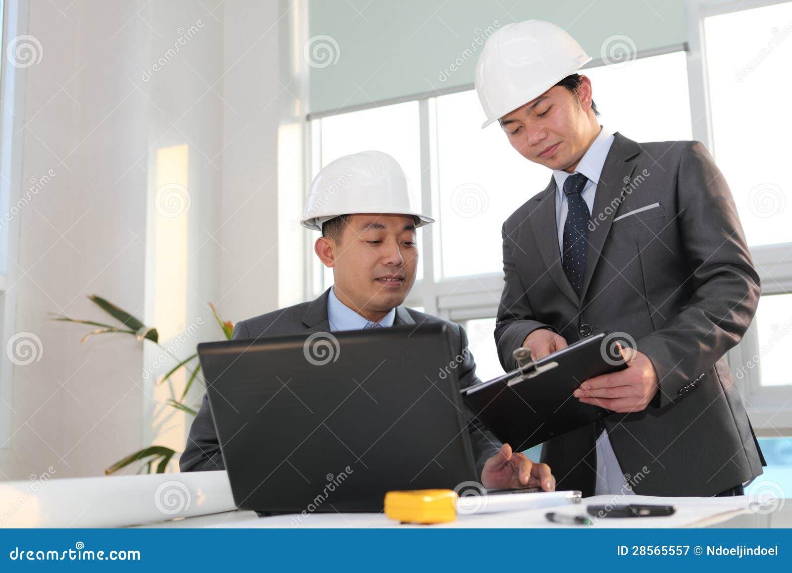 Asiatiskt arkitektarbete på att planera