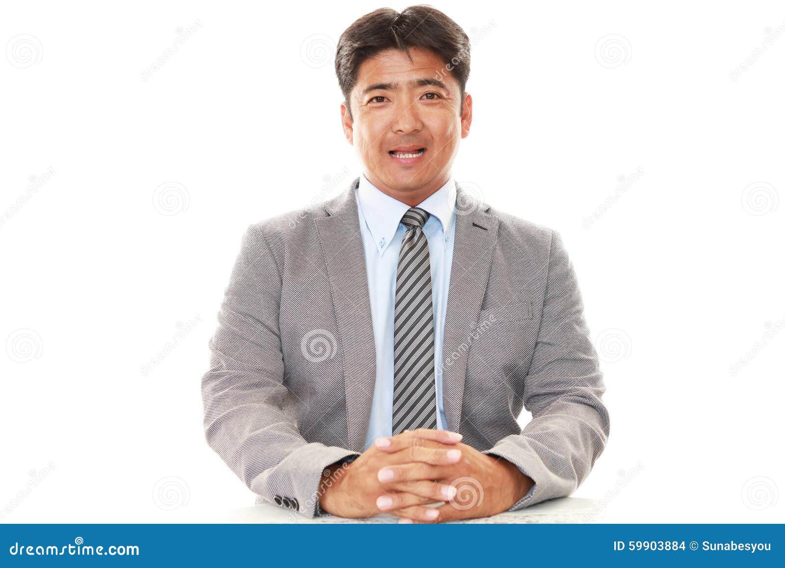Asiatiskt le för affärsman