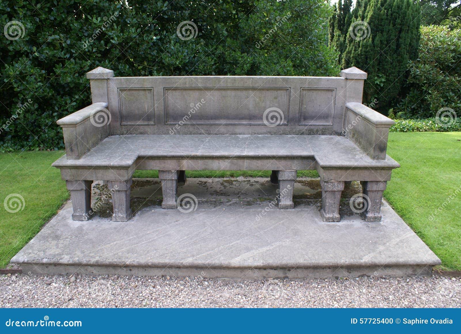 Asiento de piedra empiedre el banco foto de archivo for Banco de piedra para jardin