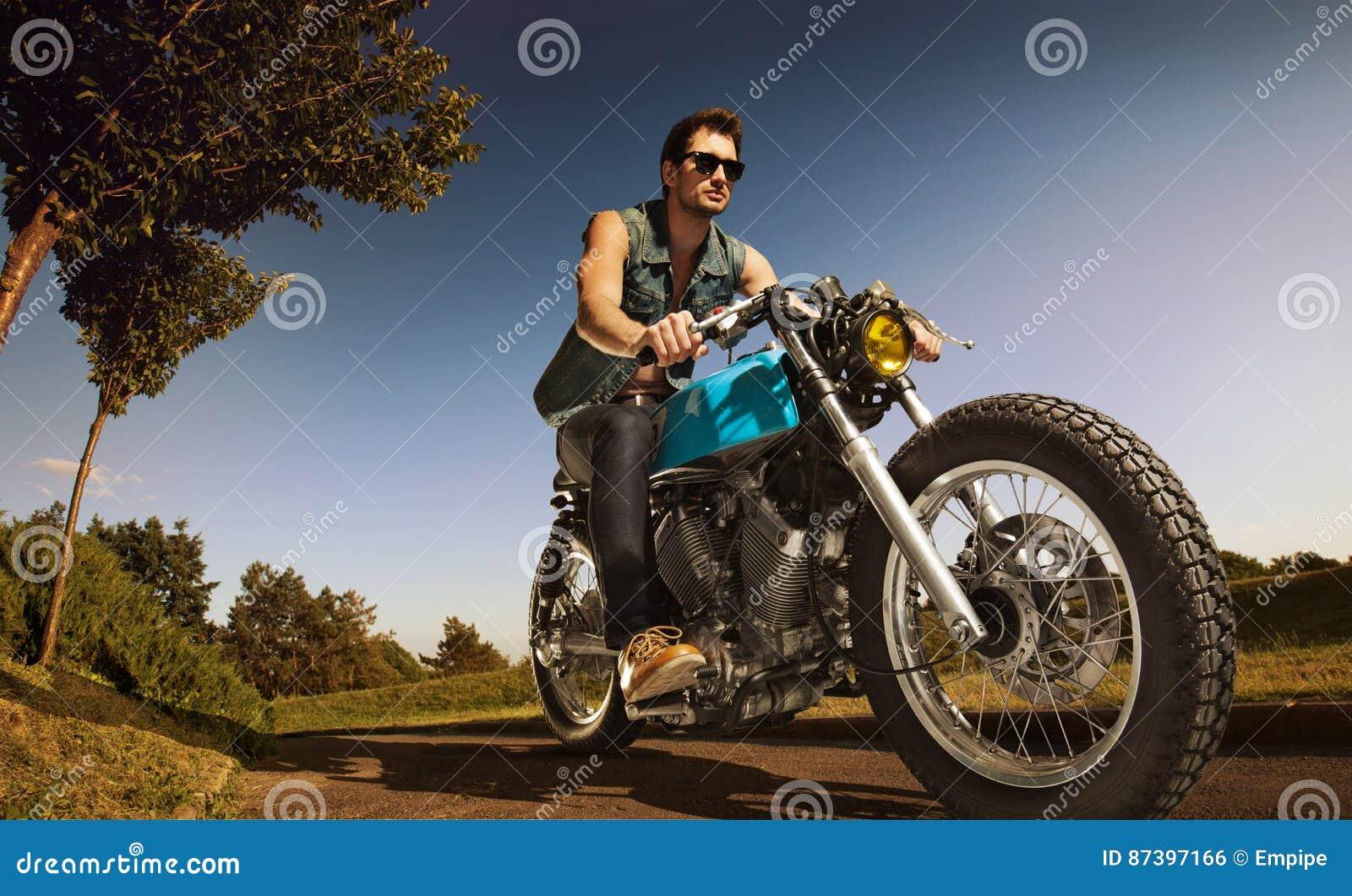 Asiento del motorista en la motocicleta