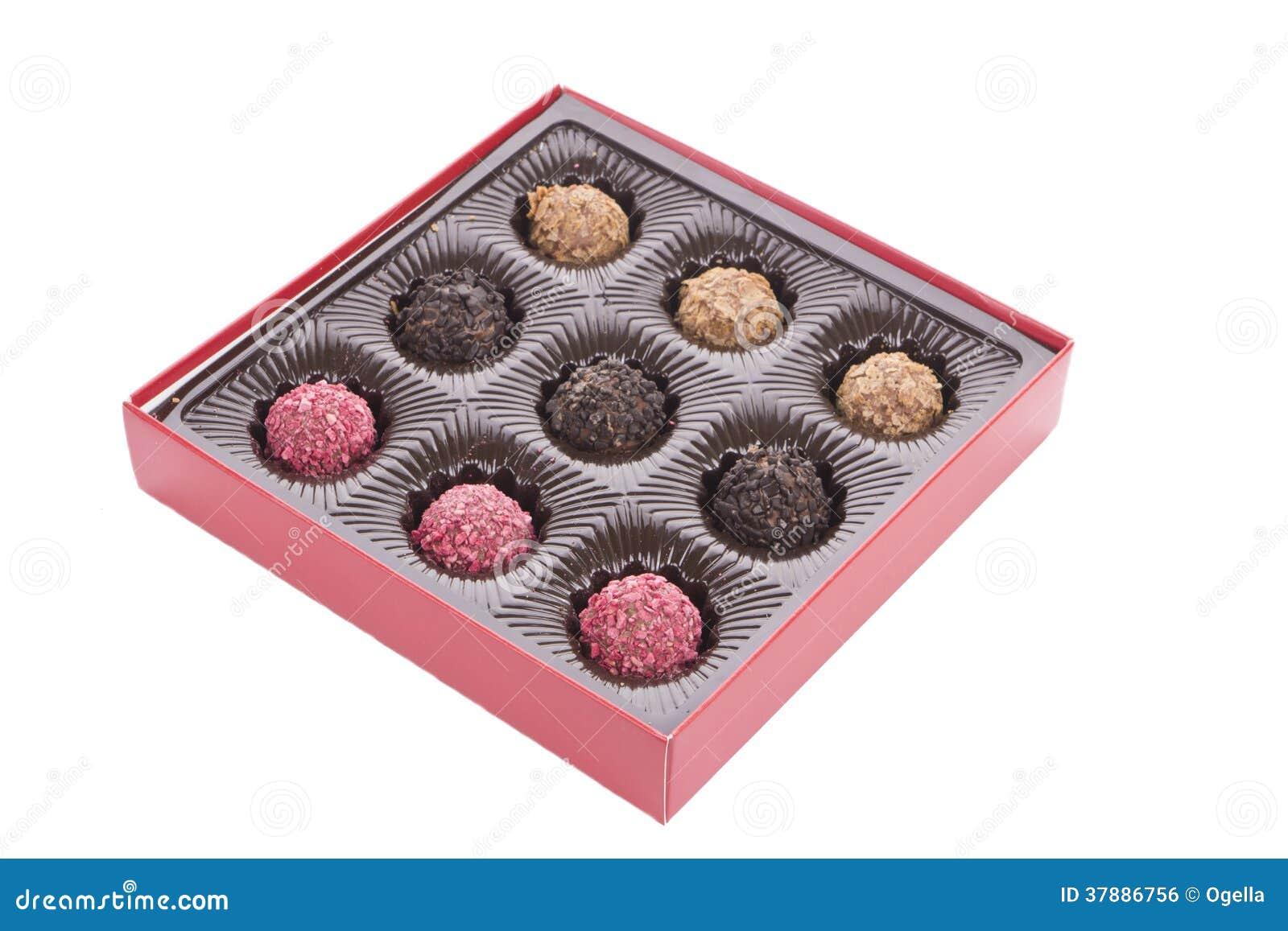 Ask av chokladtryffeln med bränd mandel