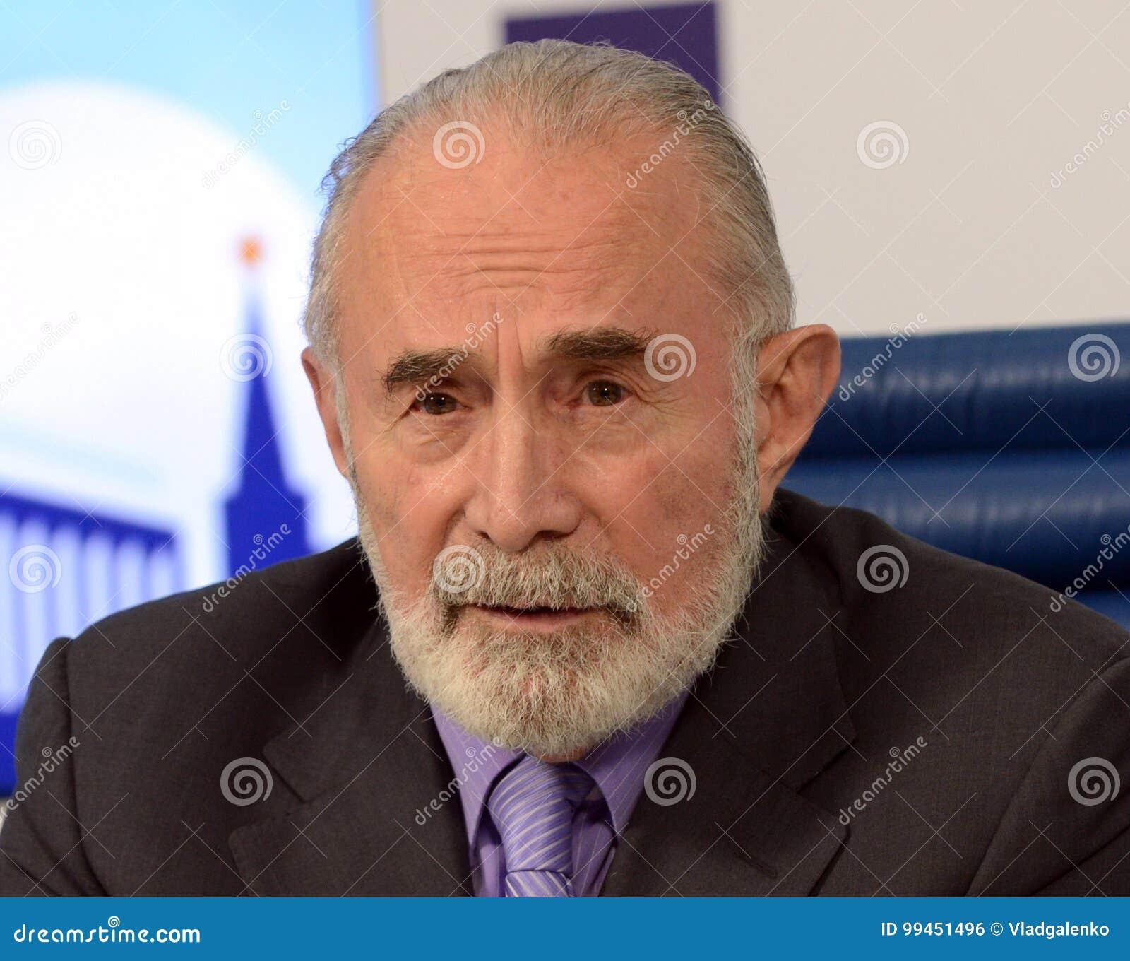 Aslambek Aslakhanov - русский политик, член совета федерации Заместитель председателя комитета Совета Федерации дальше