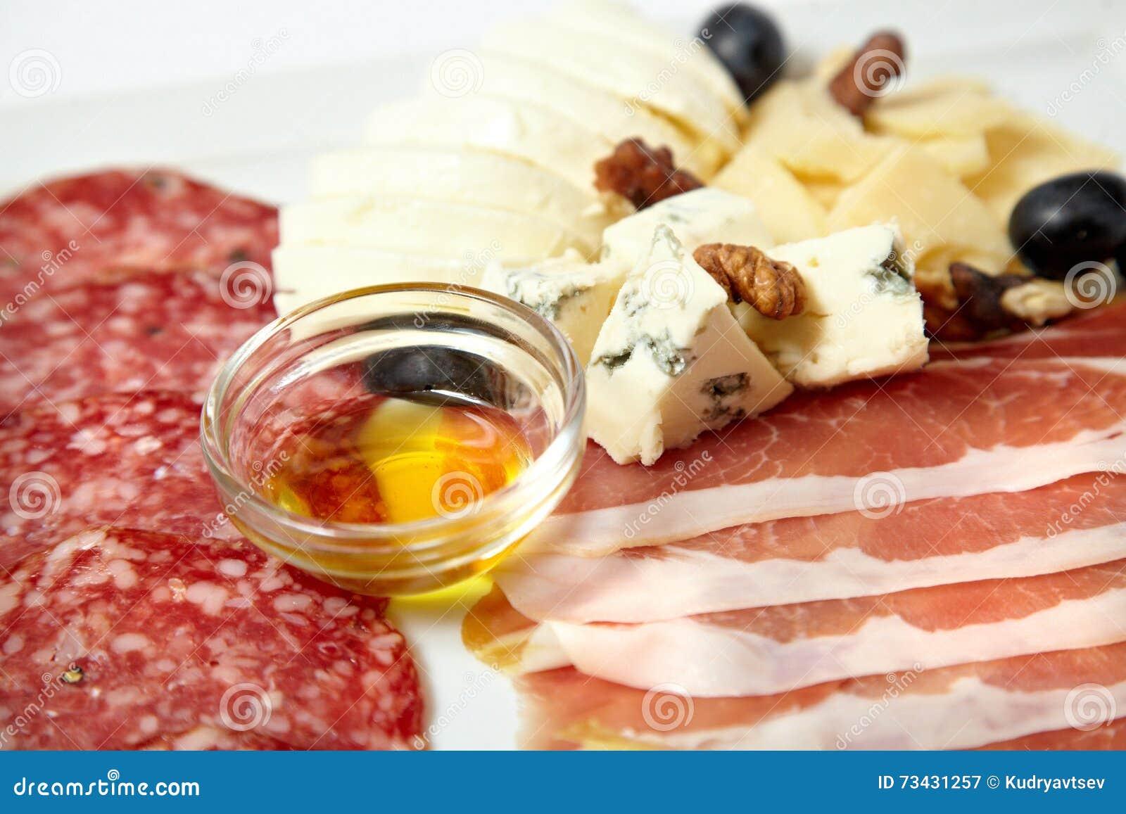 Asortowani delikatesów mięsa, ser i