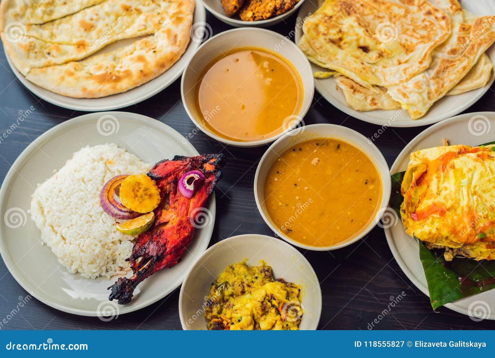 Asortowany Indyjski Jedzenie Na Ciemnym Drewnianym Tle