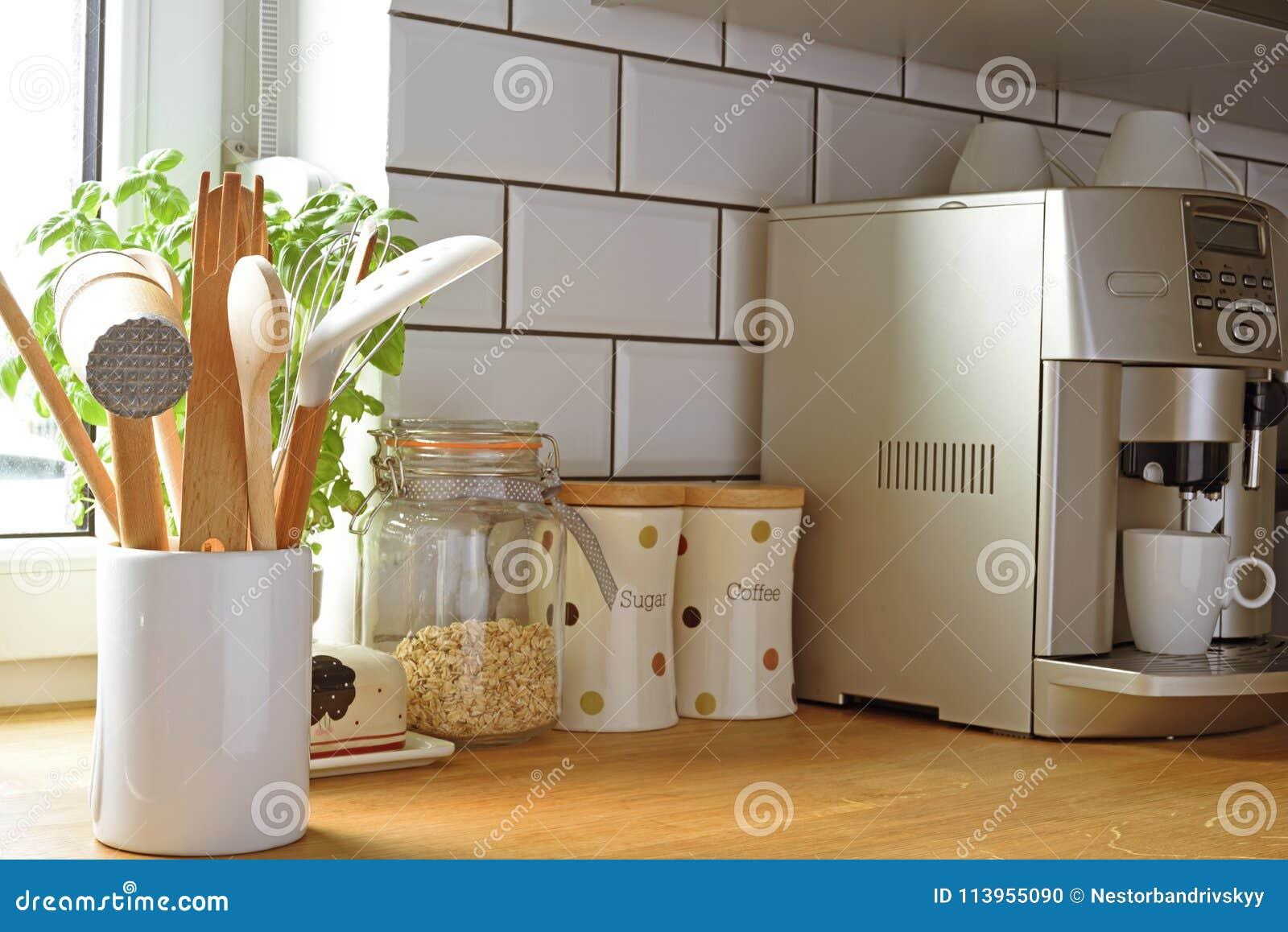 91703880f1024 Asortyment kuchenni naczyń akcesoria i wyposażenia wnętrze