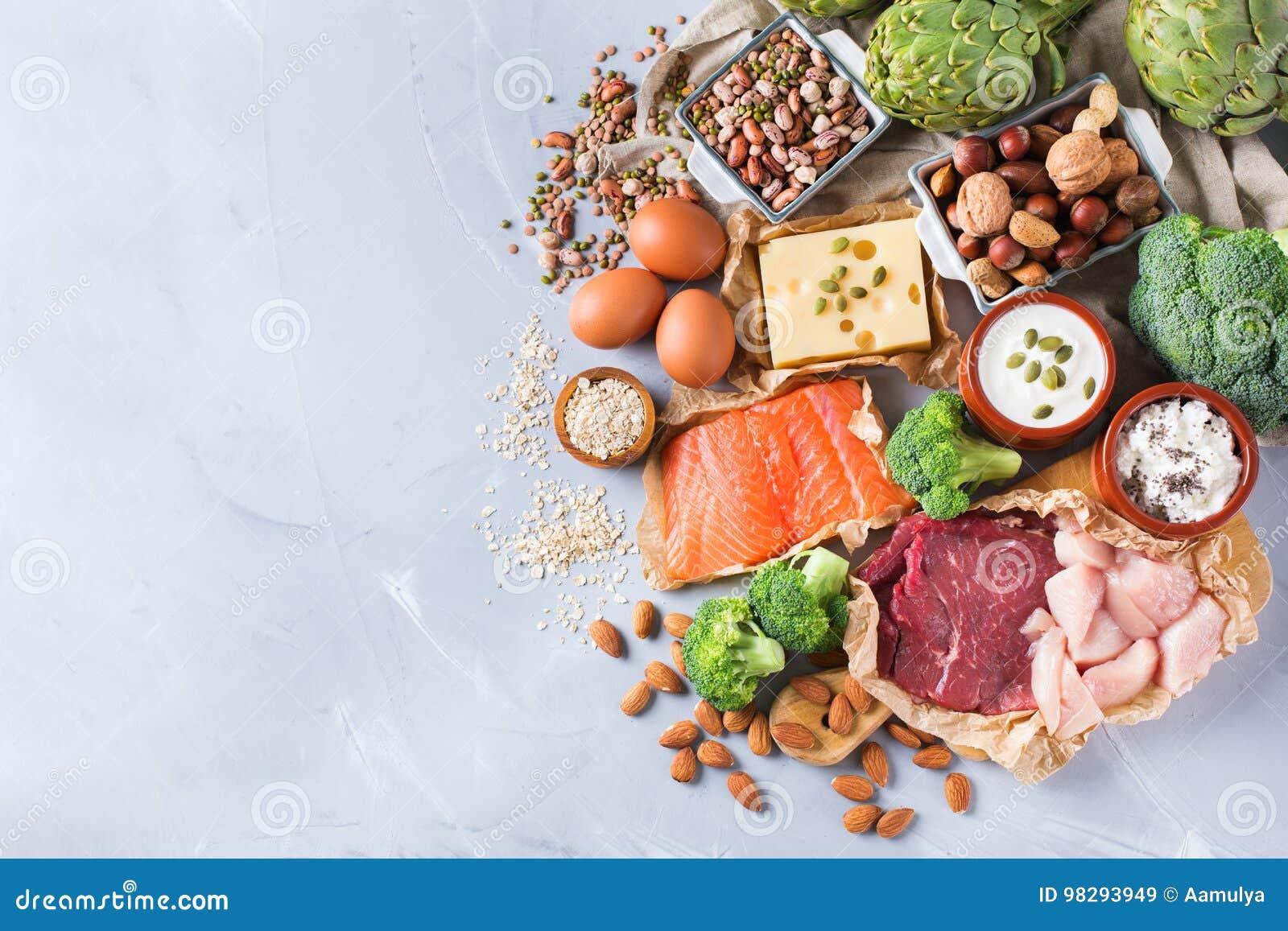 Asortyment zdrowy proteinowy źródło i ciało budynku jedzenie