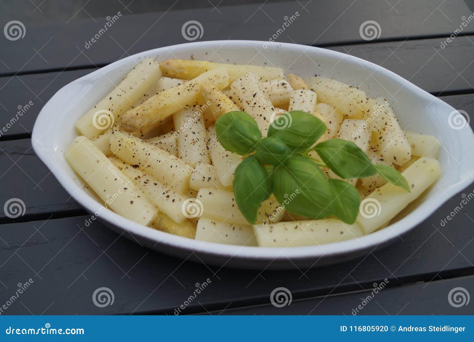 Asparago bianco fresco