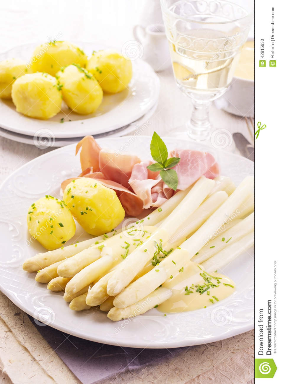 asperge avec du jambon et des pommes de terre photo stock image 42915933. Black Bedroom Furniture Sets. Home Design Ideas