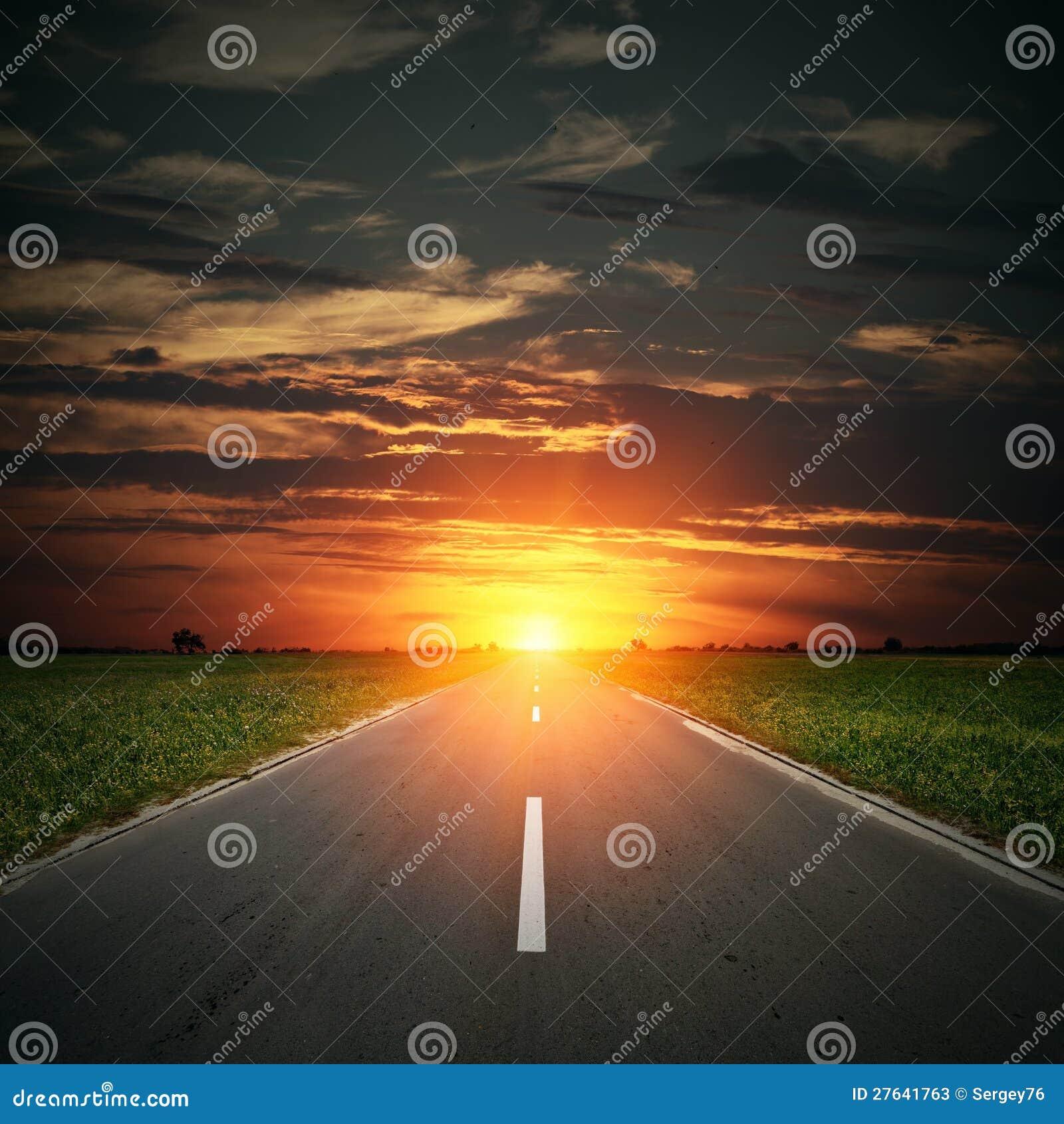 Asphaltstraße zum Horizont