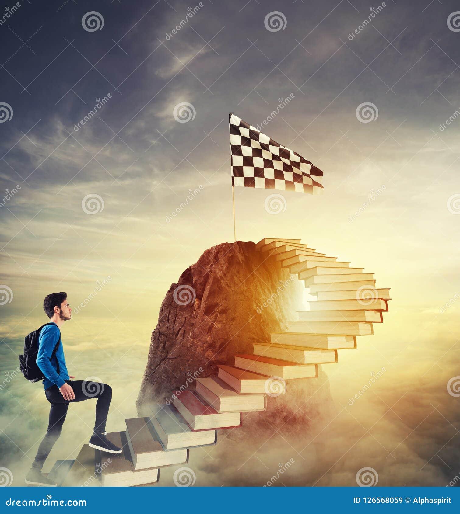 Aspire к престижным ролям путем взбираться лестница книг
