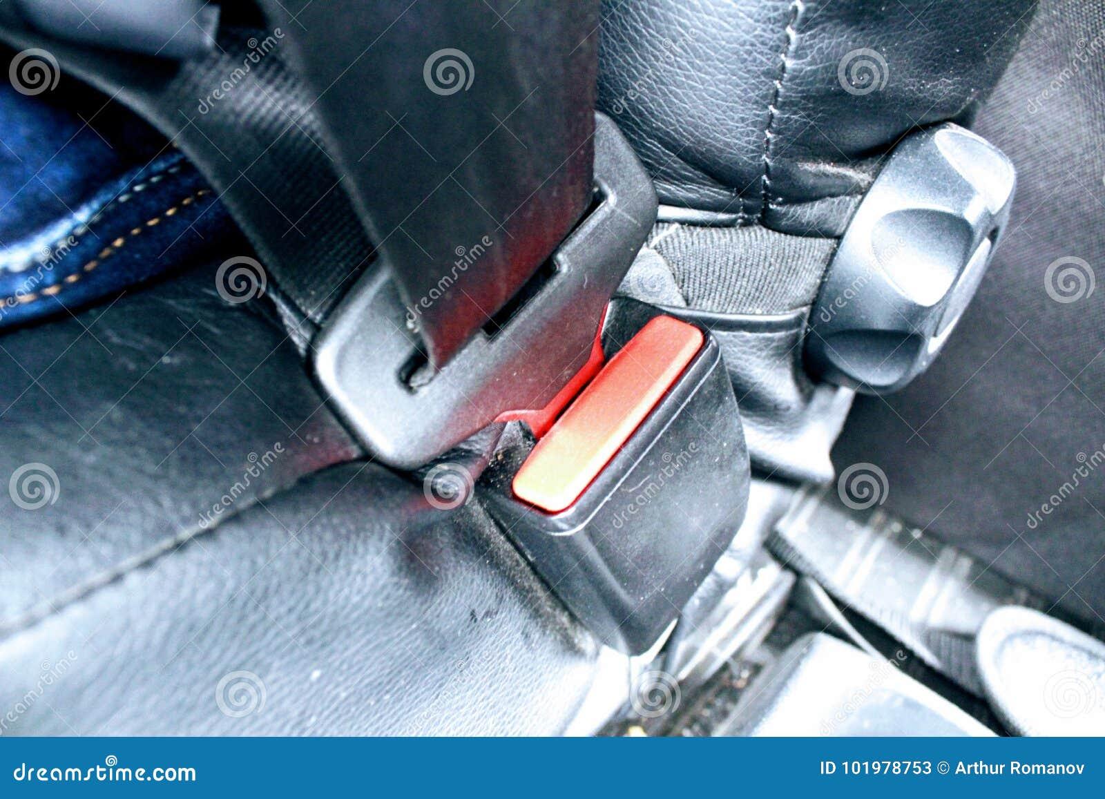 Asseguração de um cinto de segurança do automóvel