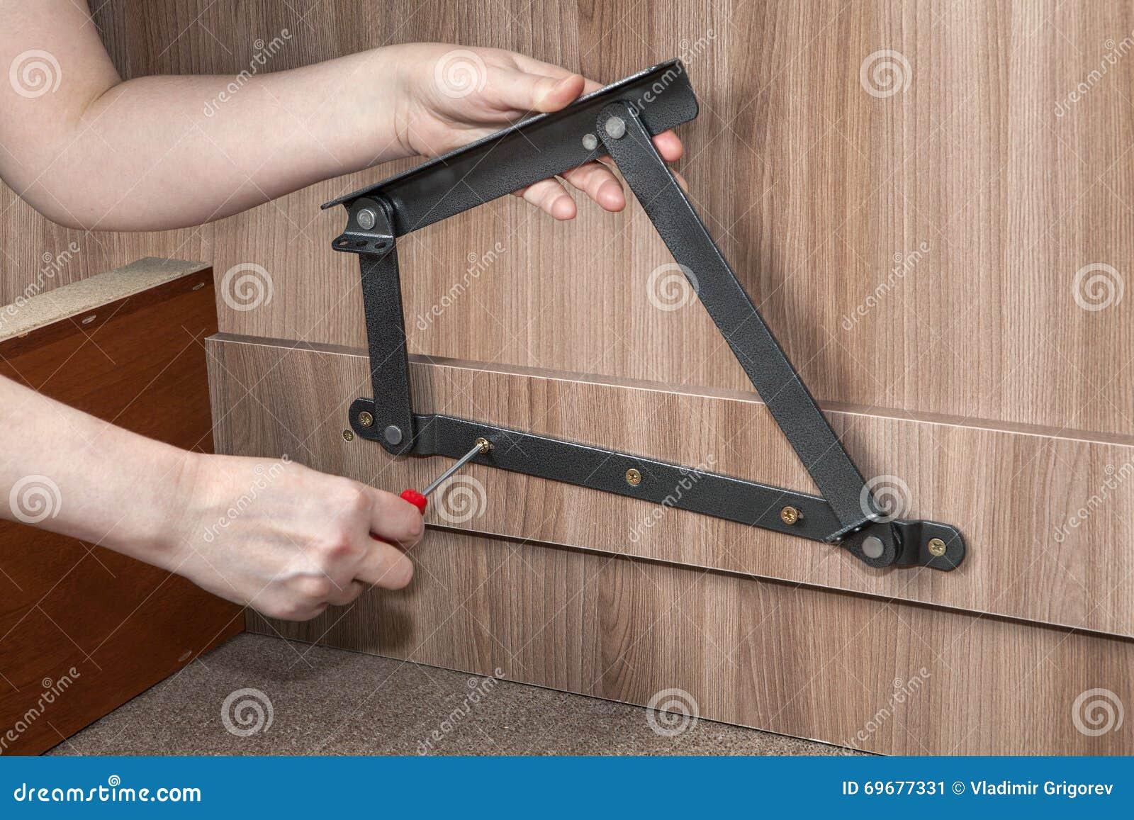 Assembling Furniture Hands Screwed Lift Up Bed Adjustable