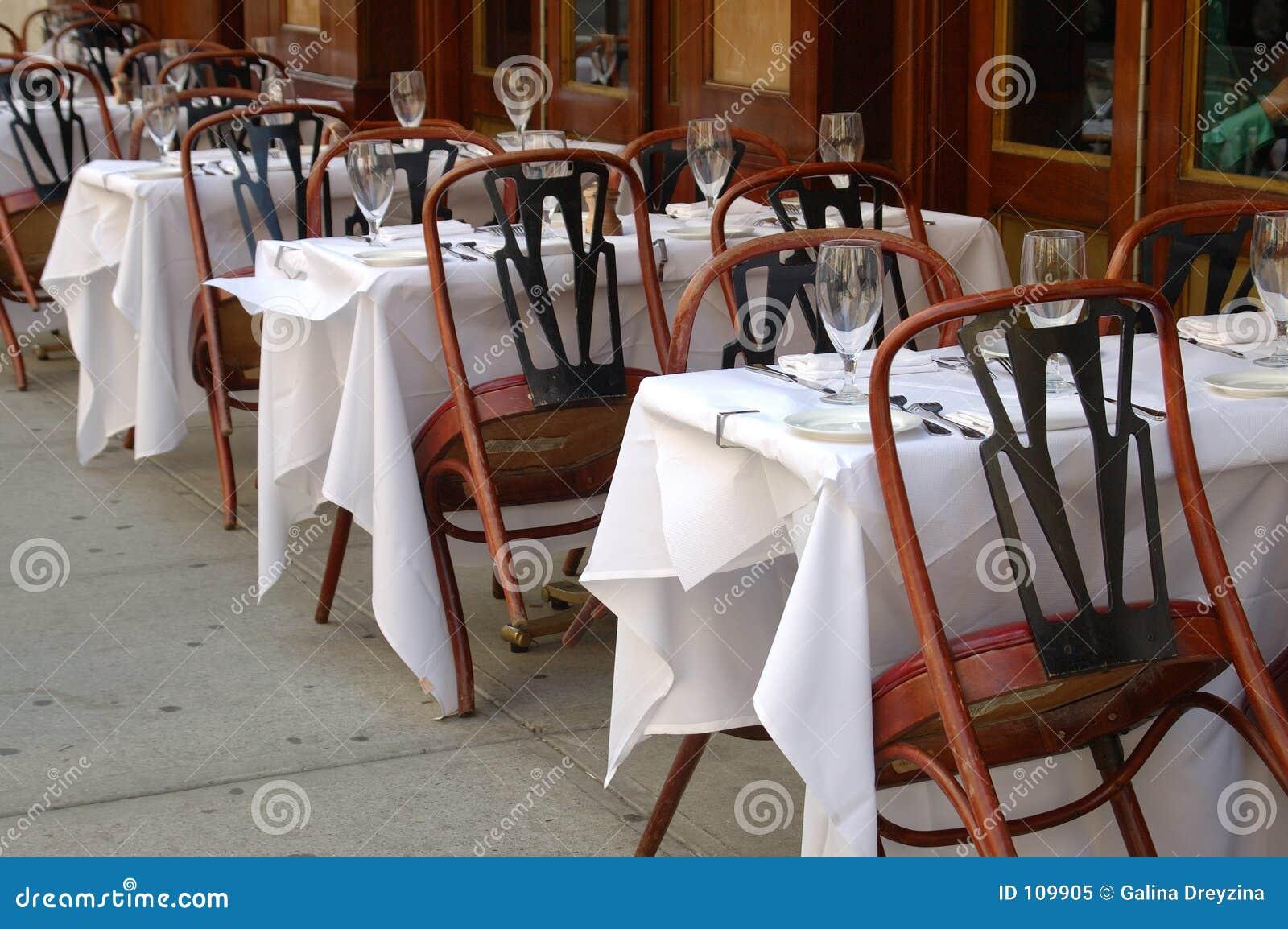 Assento ao ar livre do restaurante