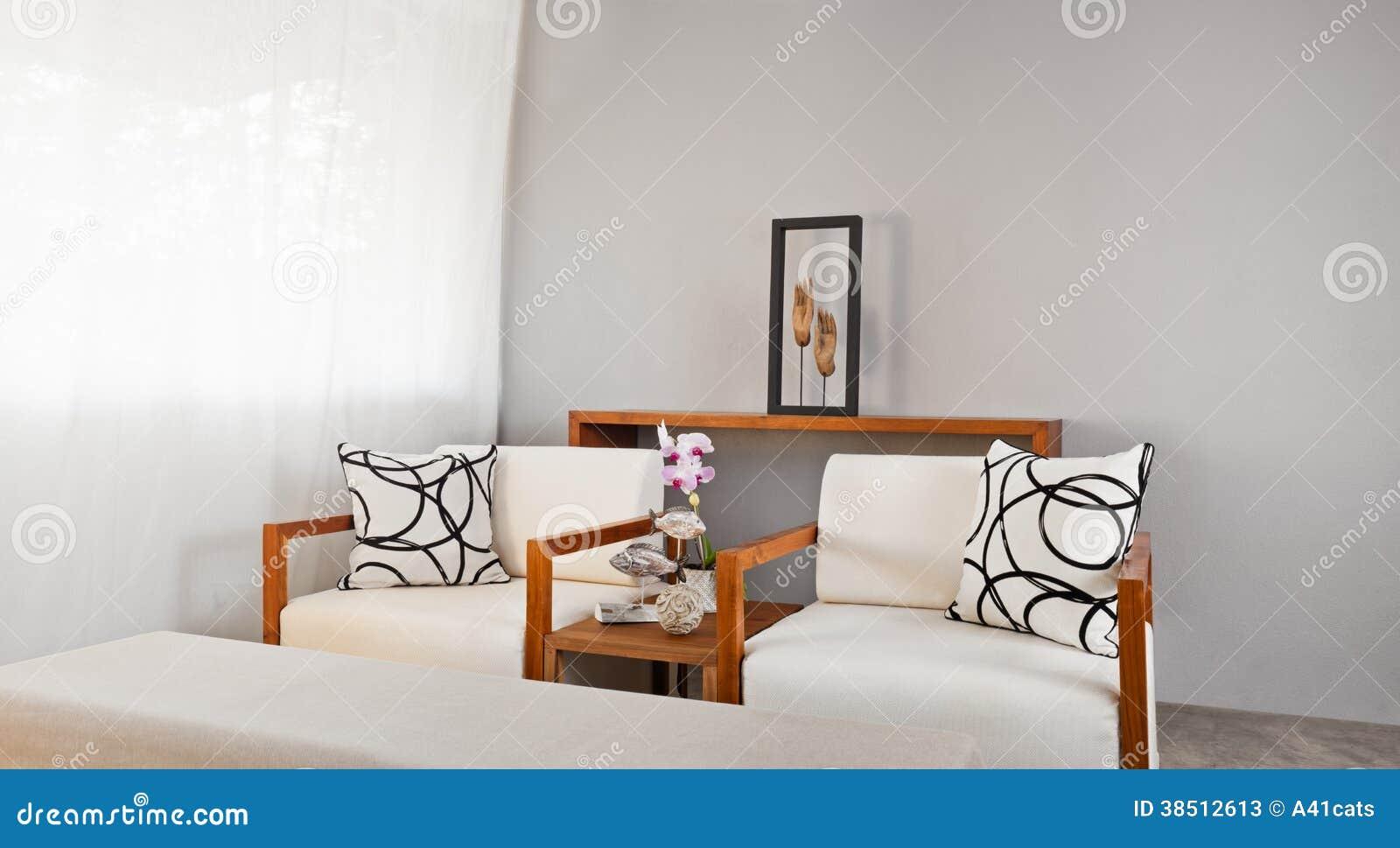 Assento De Madeira Branco Brilhante Do Sofá Fotos de Stock Imagem  #793E1B 1300x804