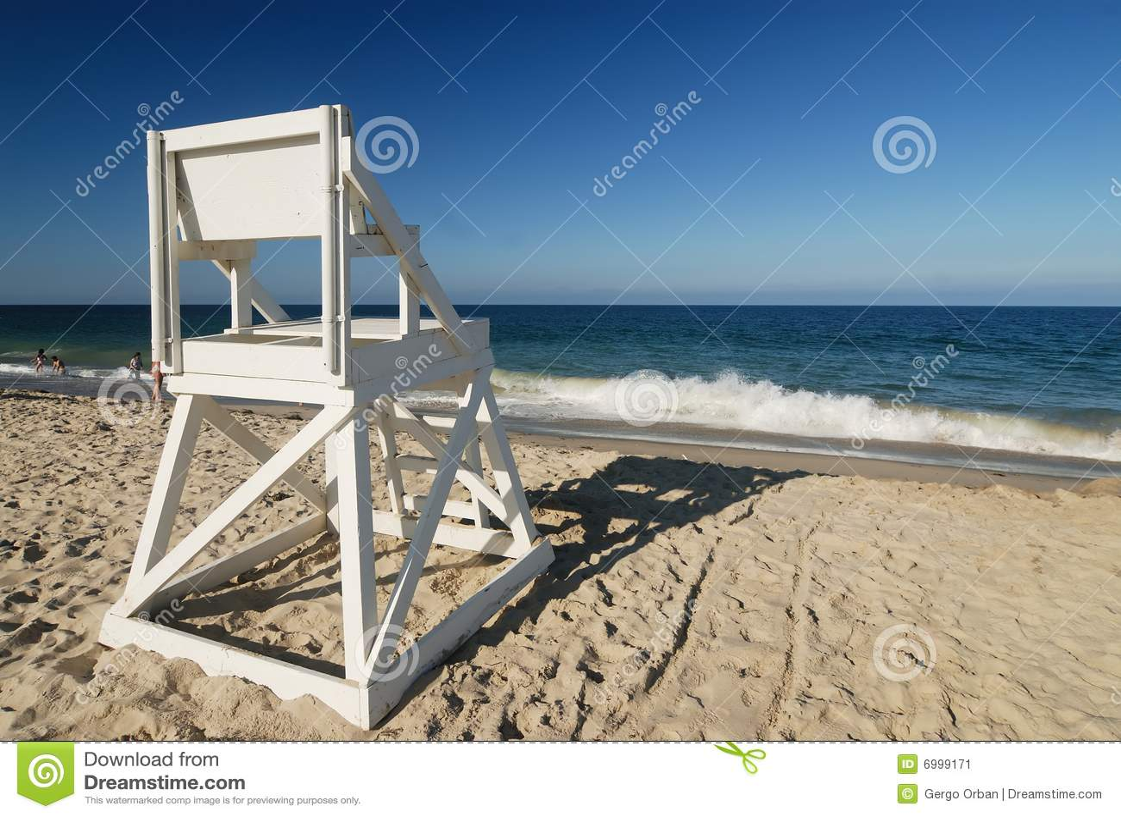 Assento do protetor de vida na praia perfeita
