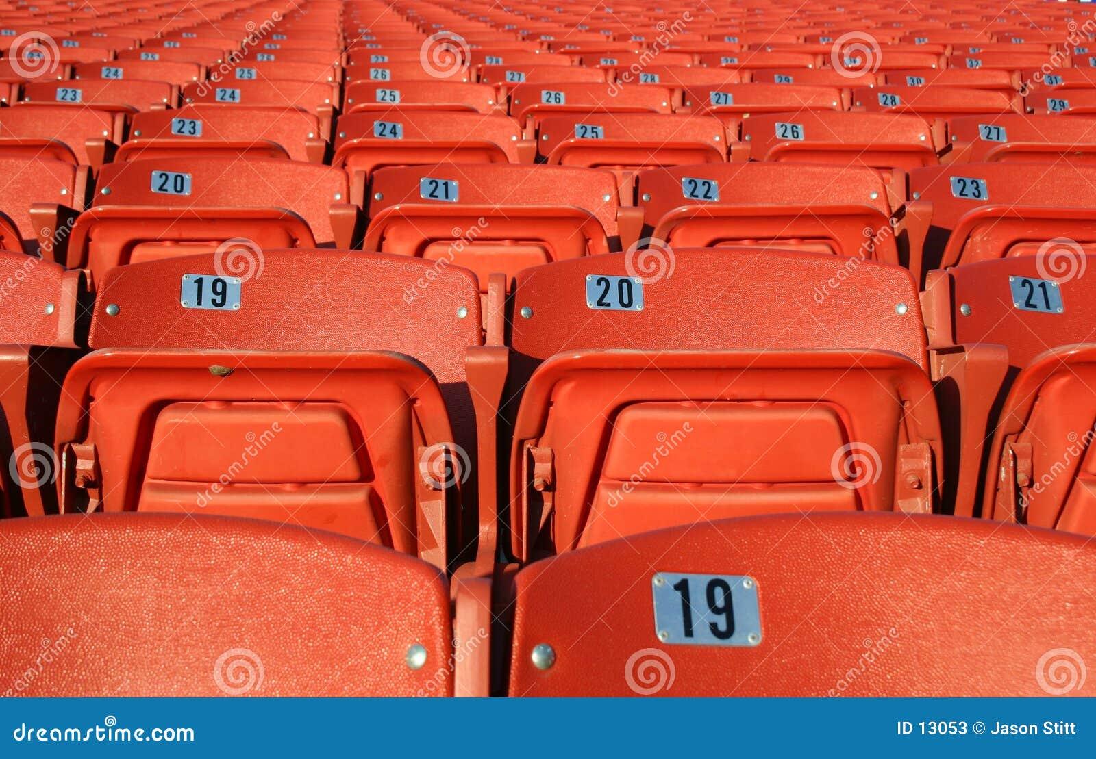 Assentos alaranjados