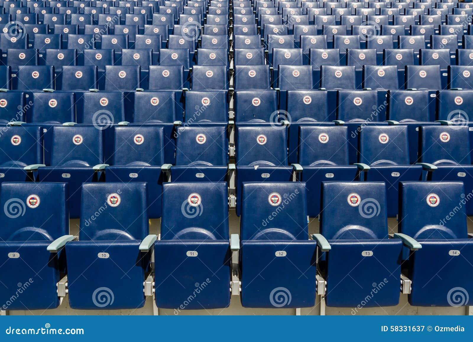 Assentos do estádio de Fenerbahce Sukru Saracoglu em Istambul, Turquia