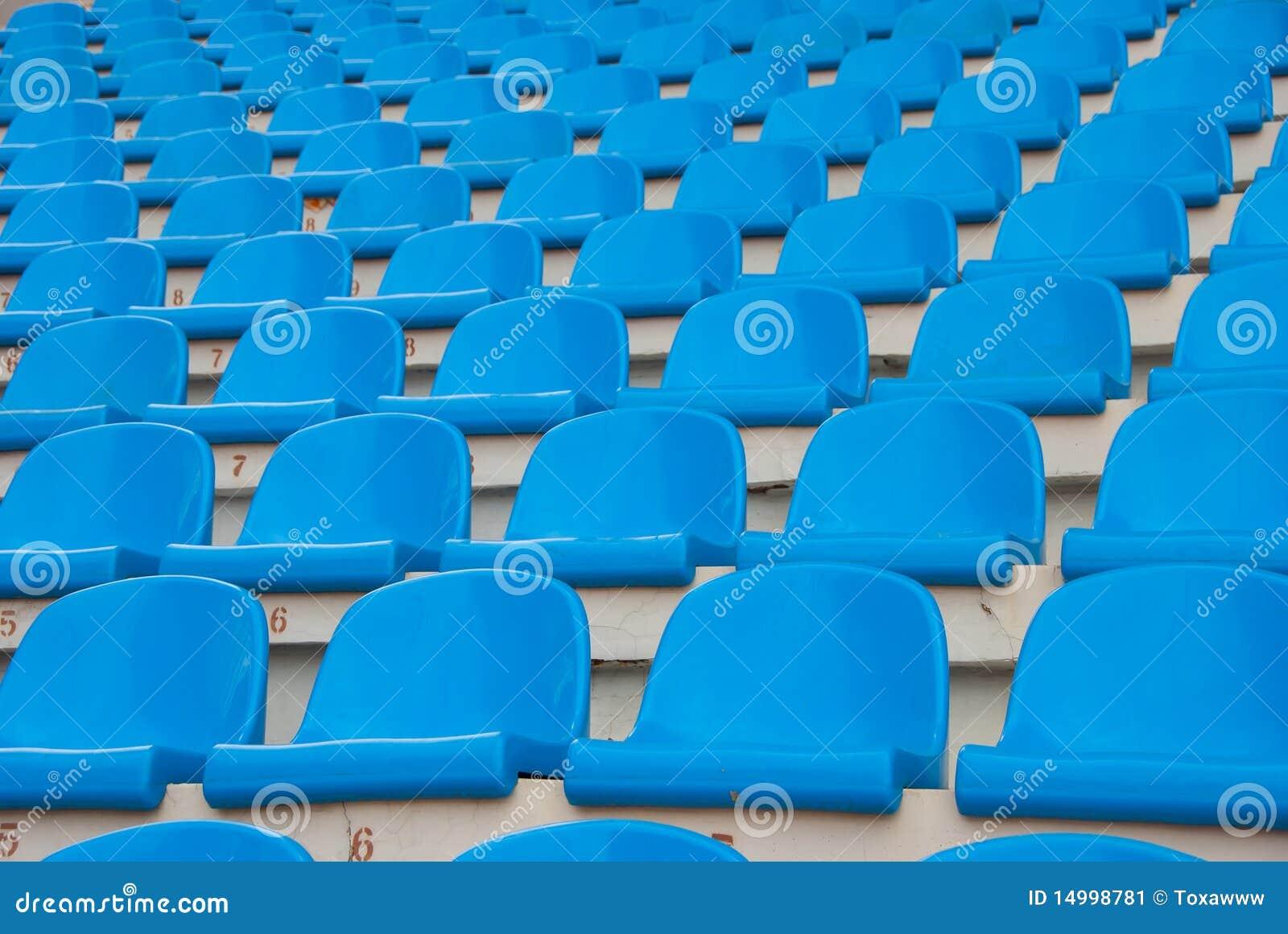 Assentos vazios azuis do estádio