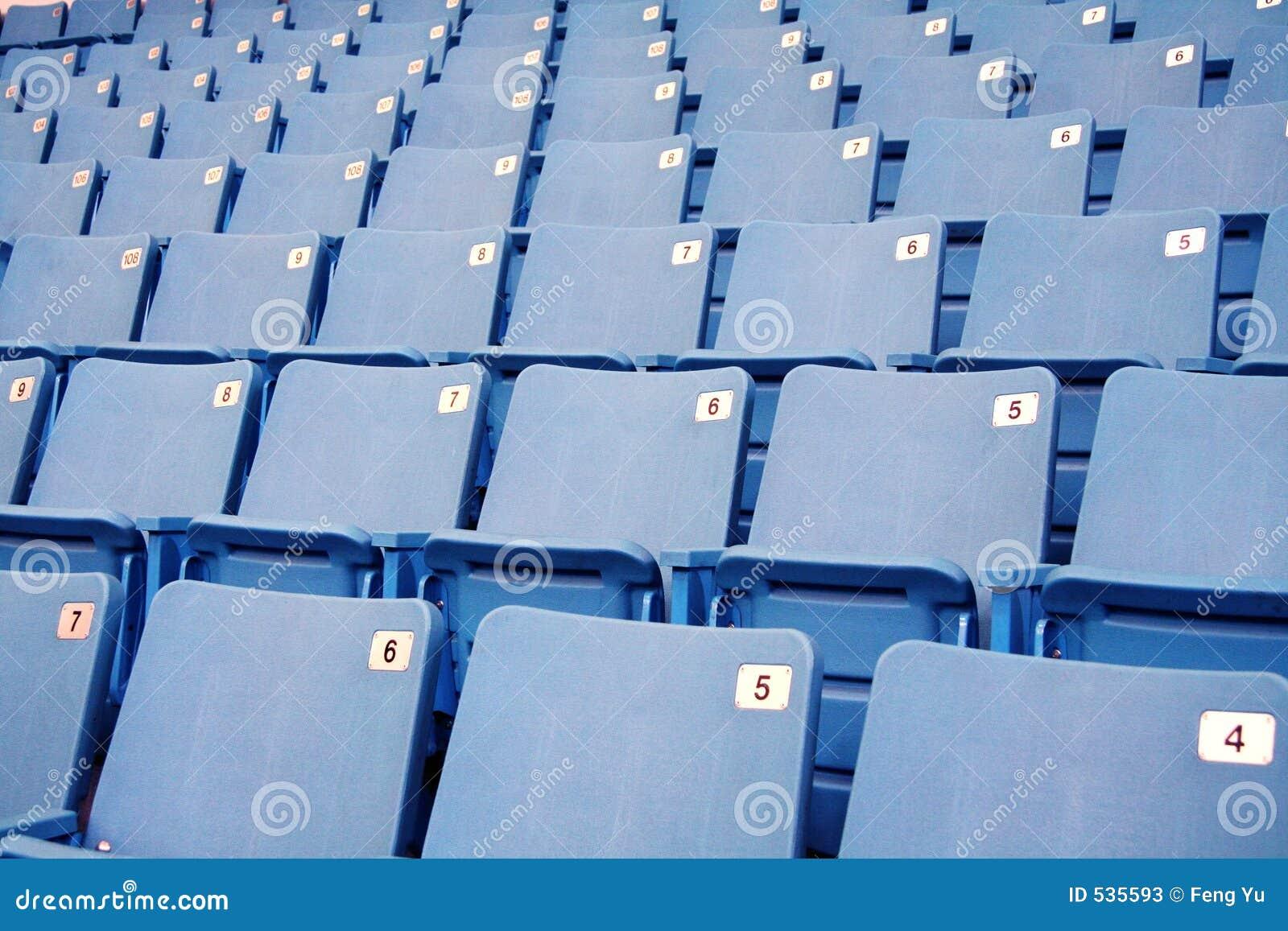 Assentos vazios do estádio