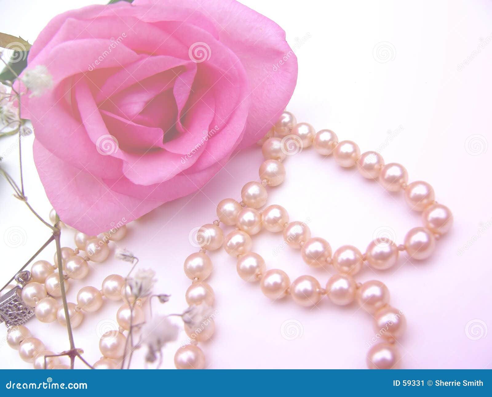 Download Assez image stock. Image du pétales, perles, valentine, amour - 59331