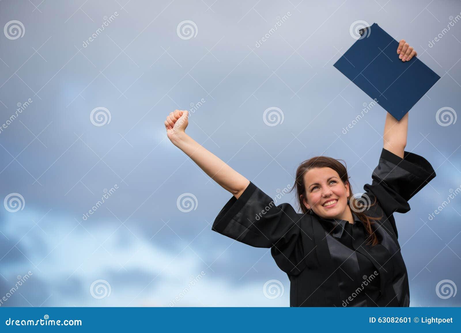 Download Assez, Jeune Femme Célébrant Joyeux Son Obtention Du Diplôme Image stock - Image du graduation, adulte: 63082601