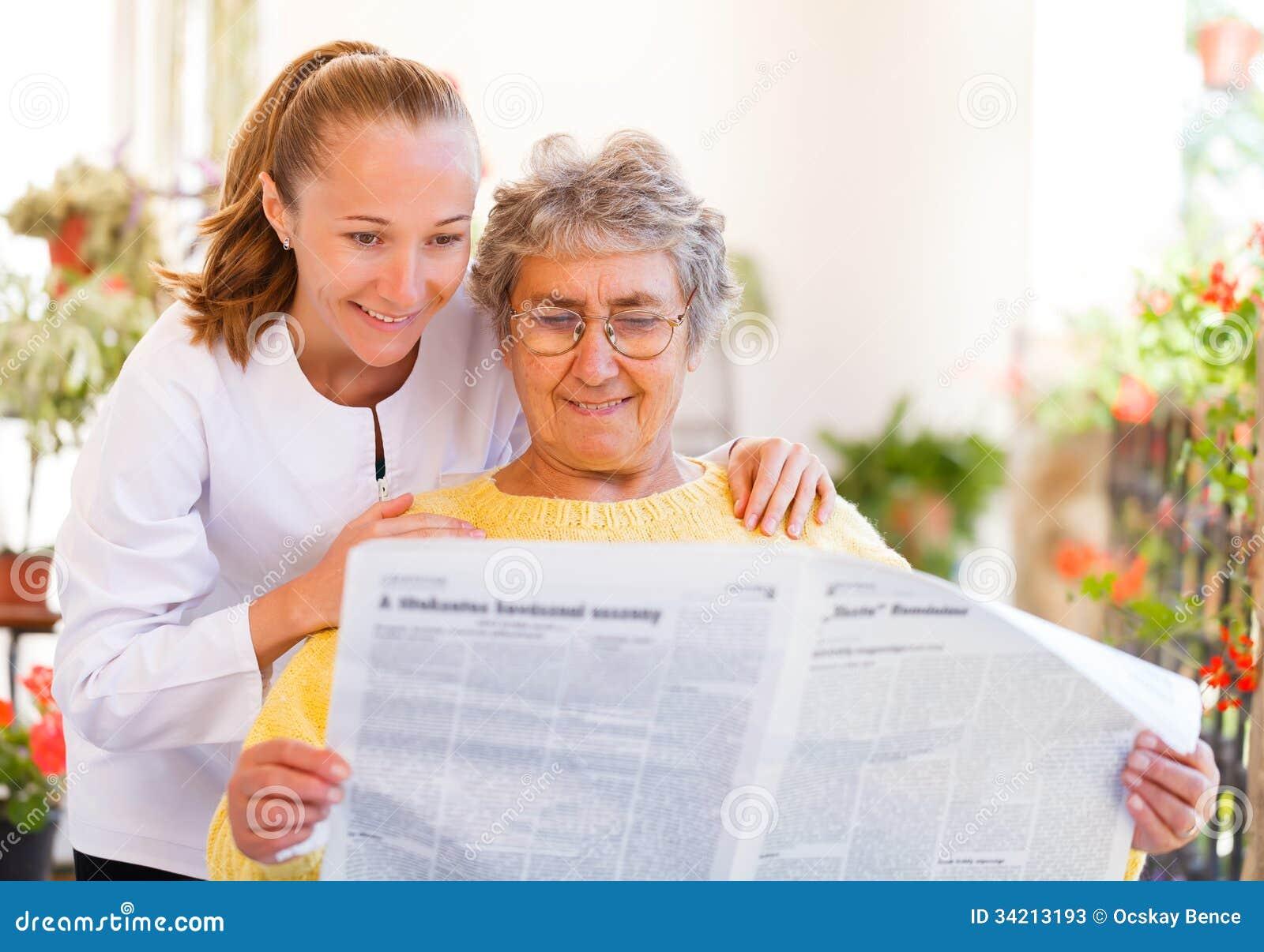 Assistência ao domicílio idosa