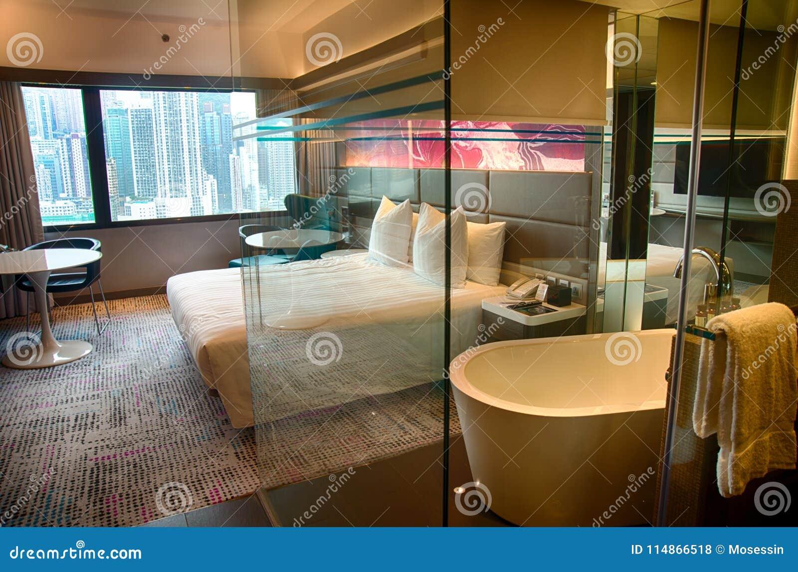 Vasca Da Bagno In Camera Da Letto : Vasca da bagno a vista nella camera da letto foto di grana