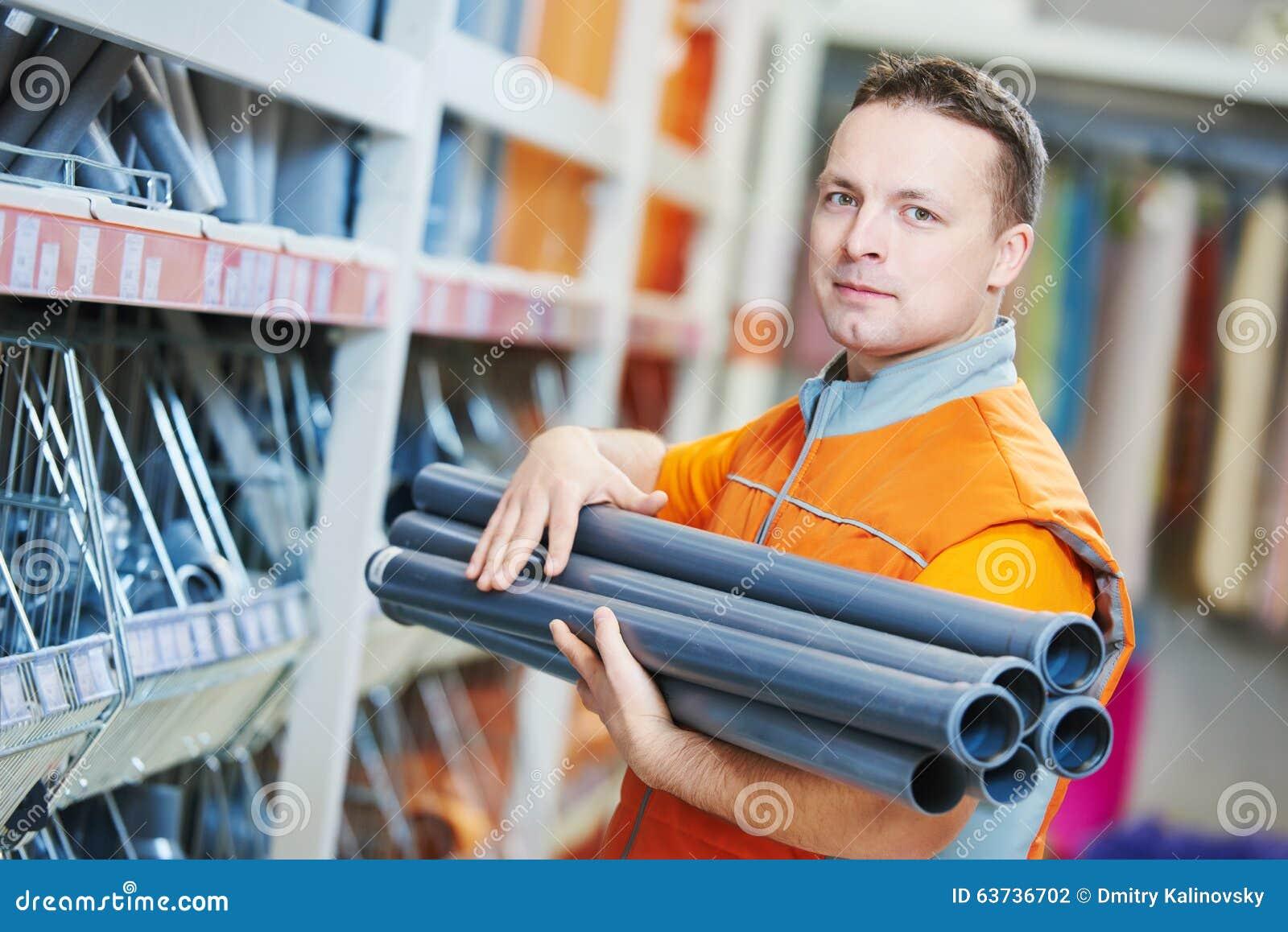 Assistant de vendeur dans la boutique